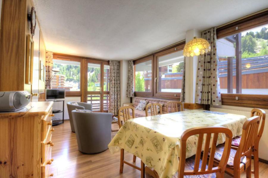 Holiday in mountain resort 3 room apartment 7 people (304) - La Résidence l'Aconcagua - La Plagne - Table