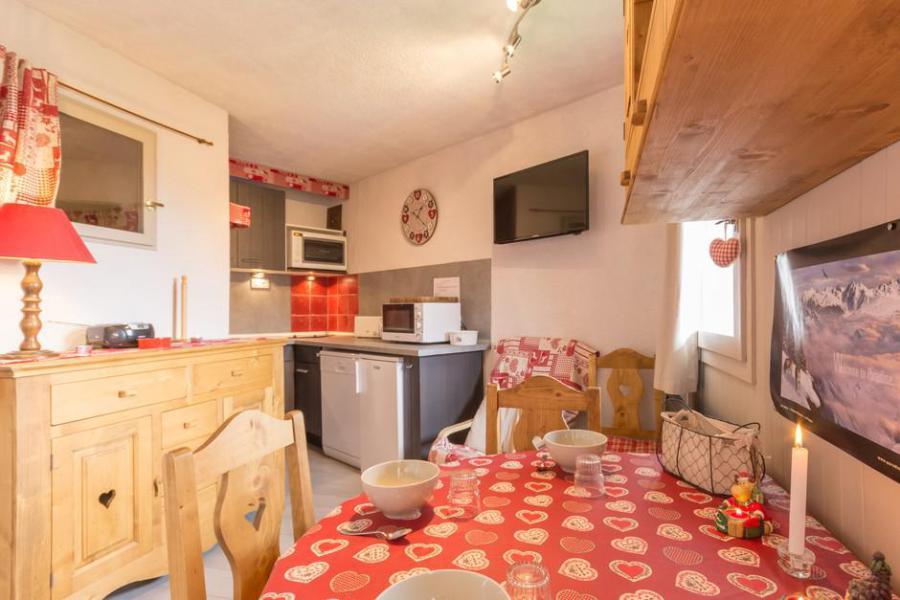 Holiday in mountain resort Studio cabin 4 people (BAI2) - La Résidence le Bastion I - Montchavin - La Plagne - Table