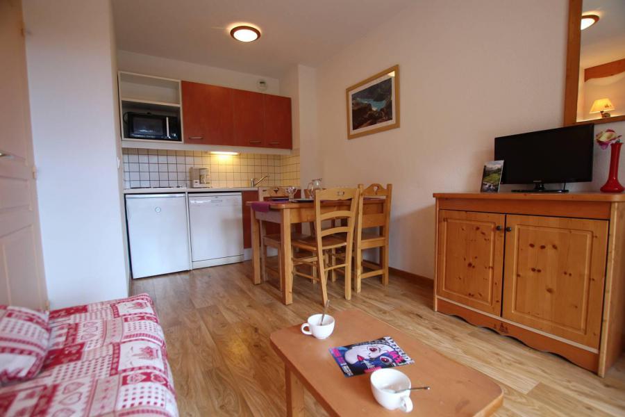 Holiday in mountain resort 2 room apartment 4 people (A303) - La Résidence le Hameau des Ecrins - Puy-Saint-Vincent - Bedroom