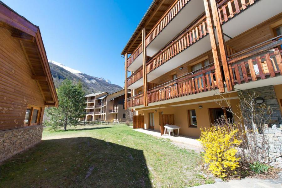 Location au ski La Residence Le Palatin - Pelvoux - Extérieur été