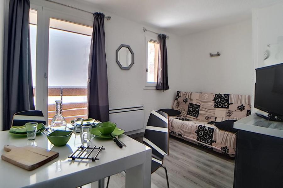 Holiday in mountain resort Studio sleeping corner 4 people (010) - La Résidence les Carlines - Les Menuires - Living room