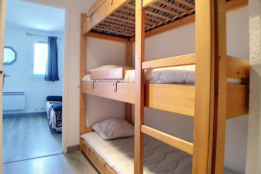 Holiday in mountain resort Studio sleeping corner 4 people (010) - La Résidence les Carlines - Les Menuires - Sleeping area