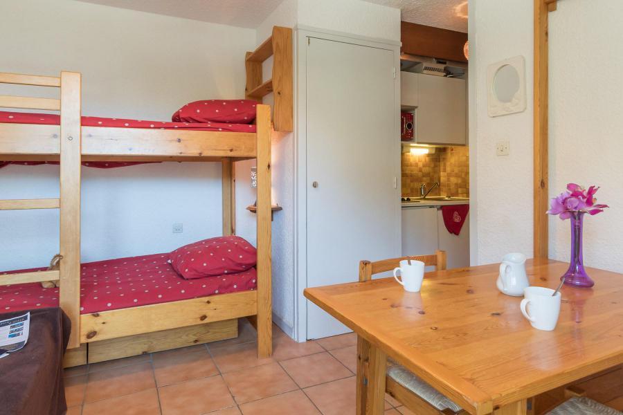 Holiday in mountain resort Studio 2 people (BEN326) - La Résidence les Chalmettes - Montgenèvre - Sleeping area