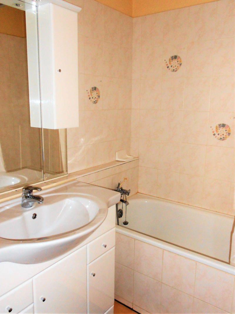 Holiday in mountain resort Studio cabin 5 people (511) - La Résidence Vostok Zodiaque - Le Corbier - Bath-tub