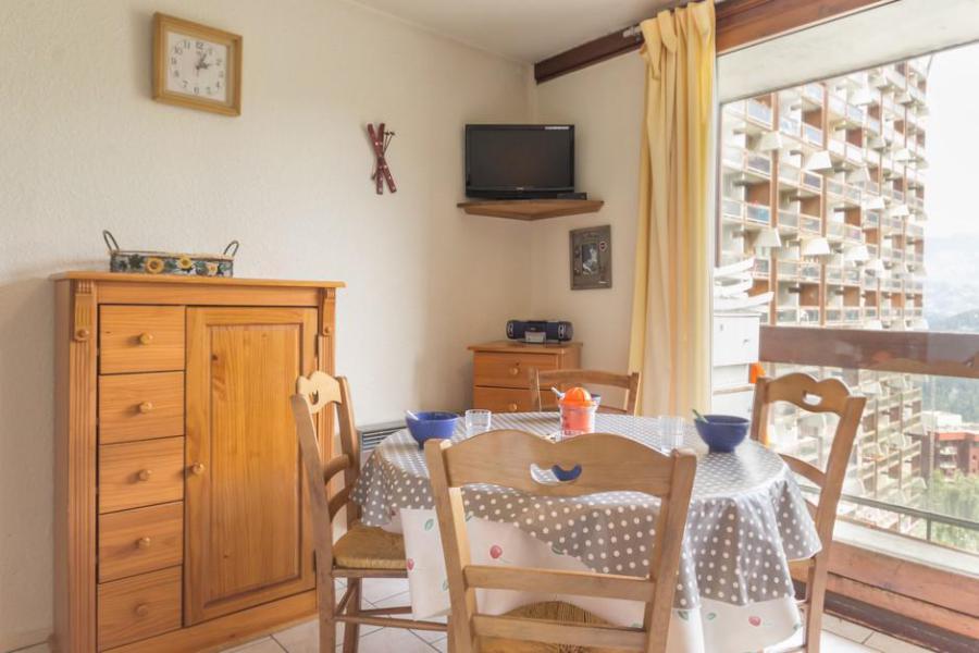 Holiday in mountain resort Studio sleeping corner 4 people (0607) - La Résidence Vostok Zodiaque - Le Corbier - Table