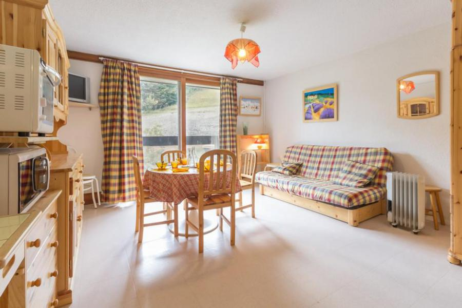 Holiday in mountain resort Studio sleeping corner 5 people (0111) - La Résidence Vostok Zodiaque - Le Corbier - Table