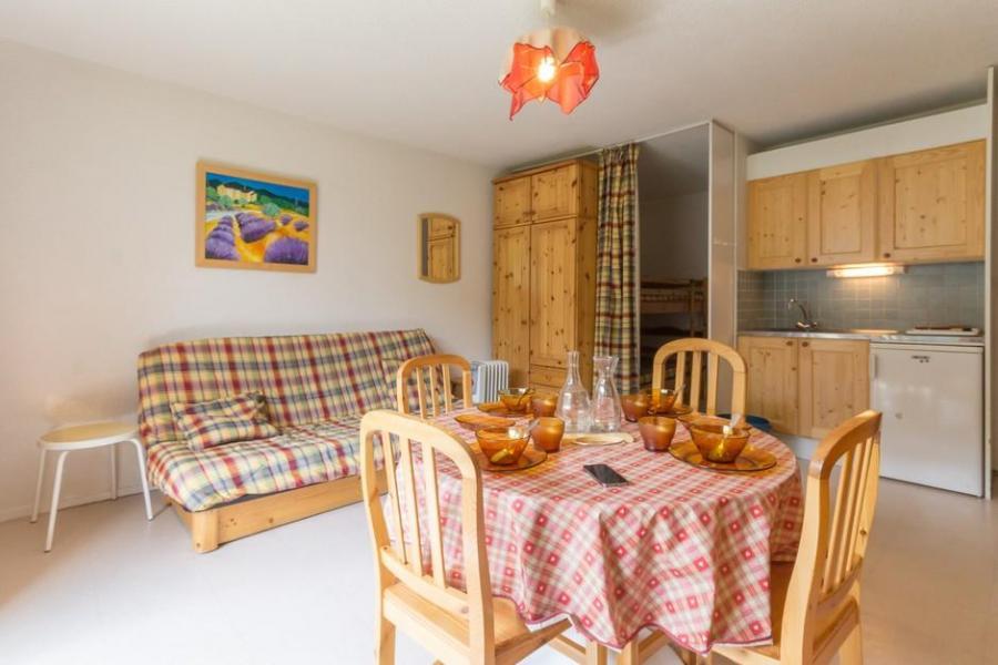 Holiday in mountain resort Studio sleeping corner 5 people (0111) - La Résidence Vostok Zodiaque - Le Corbier - Window