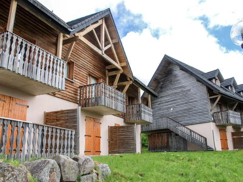 Location au ski Le Bois de la Reine - Super Besse - Extérieur été