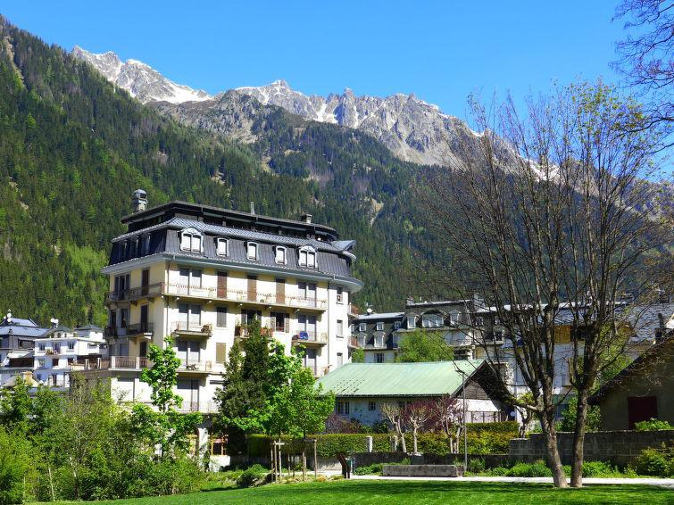 Holiday in mountain resort Le Carlton - Chamonix - Summer outside