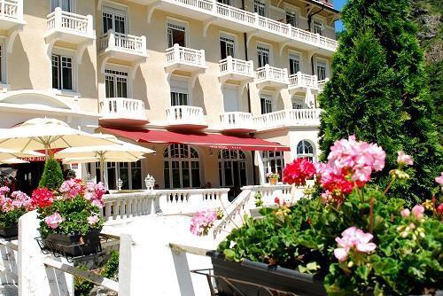 Vacaciones en montaña Le Golf Hôtel - Brides Les Bains - Verano