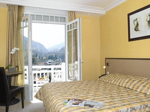 Holiday in mountain resort Privilege Room (2 people) - Le Golf Hôtel - Brides Les Bains - Bedroom