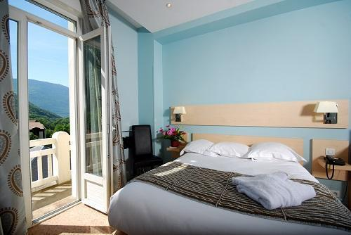 Holiday in mountain resort Superior room (2 people) - Le Golf Hôtel - Brides Les Bains - Bedroom