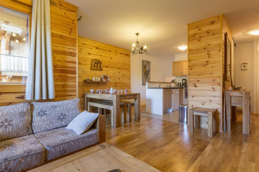 Holiday in mountain resort 3 room apartment 6 people (CHE2) - Le Hameau Crête Côte - La Plagne - Table
