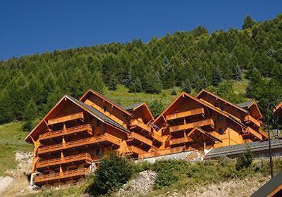 Location au ski Le Hameau Et Les Chalets De La Vallee D'or - Valloire - Extérieur été