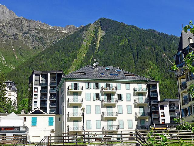 Holiday in mountain resort 2 room apartment 4 people (1) - Le Pavillon - Chamonix - Summer outside