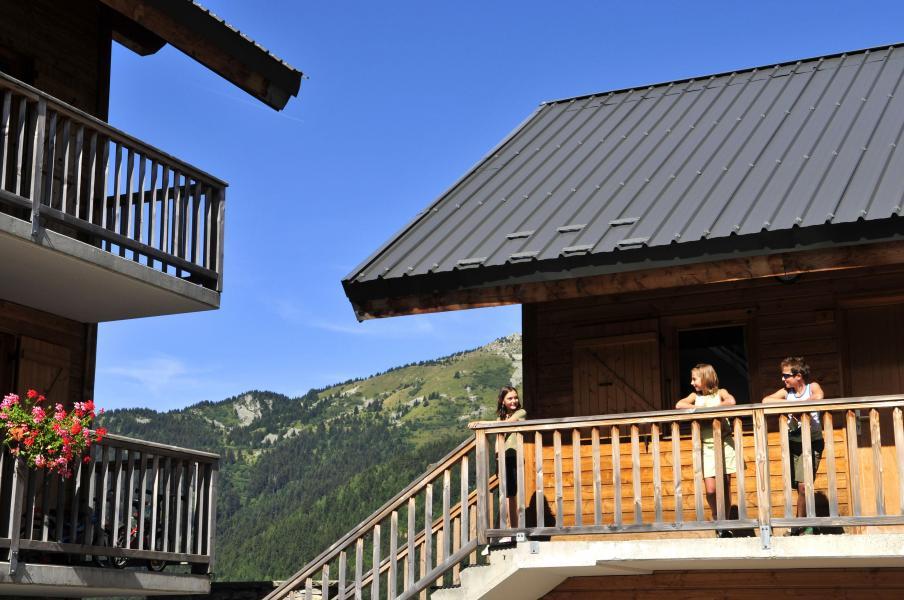 Vacances en montagne Le Village Gaulois - Saint-François Longchamp - Extérieur été
