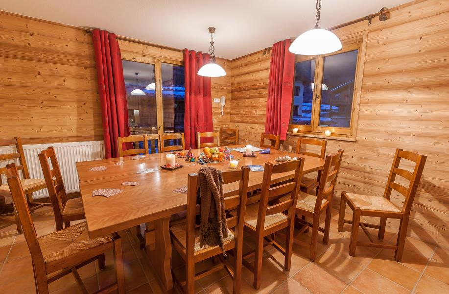 Urlaub in den Bergen Les Balcons de Val Cenis Village - Val Cenis - Tisch