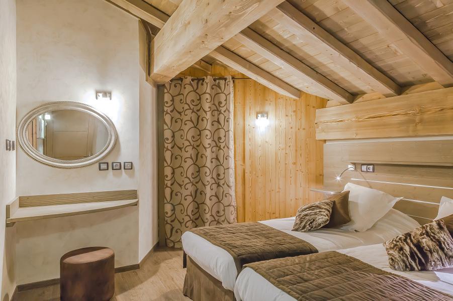 Holiday in mountain resort Les Balcons Platinium - Val Thorens - Bedroom under mansard