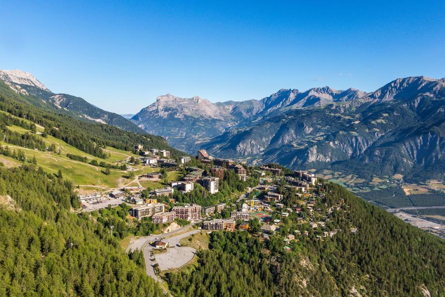 Wakacje w górach Les Bergers Resort Résidence - Pra Loup - Na zewnątrz latem
