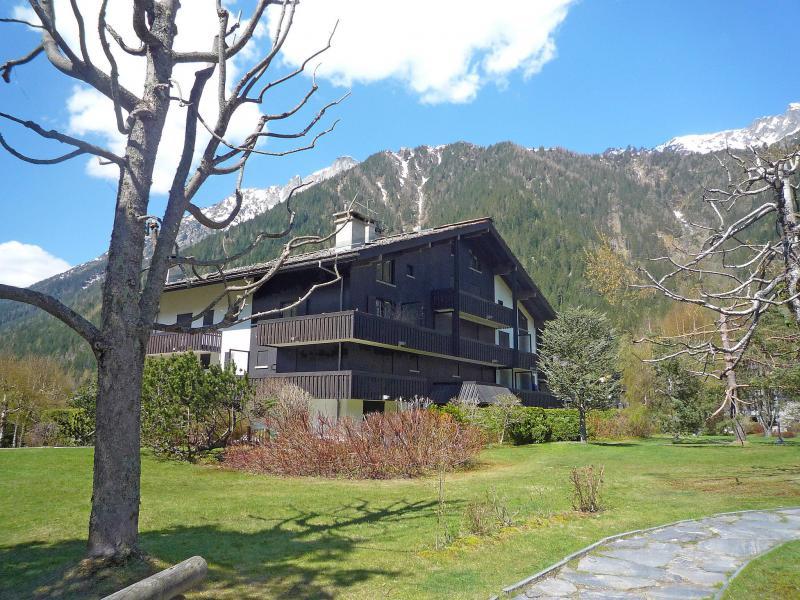 Holiday in mountain resort Les Chalets de Champraz - Chamonix - Summer outside