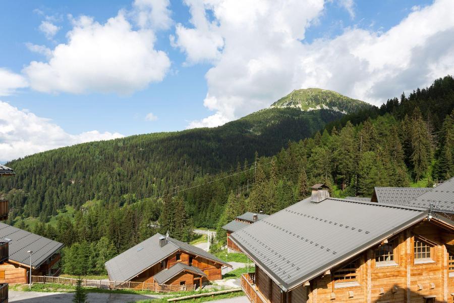 Location au ski Les Chalets de Crête Côte Village - La Plagne - Extérieur été