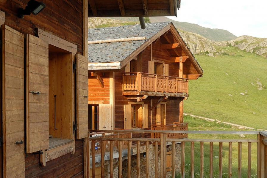 Rent in ski resort Les Chalets de l'Altiport - Alpe d'Huez - Summer outside
