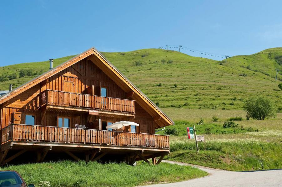 Location au ski Les Chalets de la Fontaine - Saint Jean d'Arves - Extérieur été