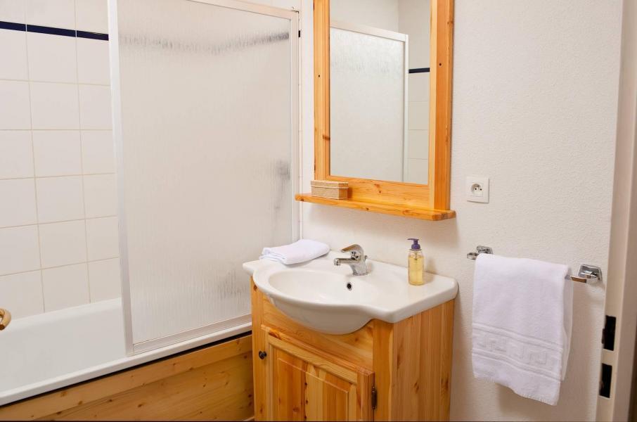 Holiday in mountain resort Les Chalets de la Fontaine - Saint Jean d'Arves - Bathroom