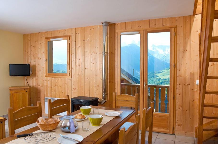 Holiday in mountain resort Les Chalets de la Fontaine - Saint Jean d'Arves - Dining area