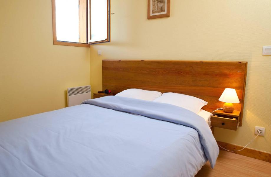 Holiday in mountain resort Les Chalets de la Fontaine - Saint Jean d'Arves - Double bed