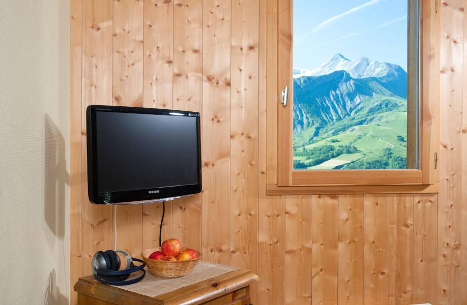 Holiday in mountain resort Les Chalets de la Fontaine - Saint Jean d'Arves - Flat screen TV