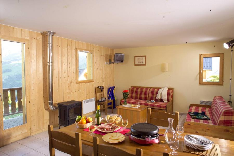 Holiday in mountain resort Les Chalets de la Fontaine - Saint Jean d'Arves - Living room