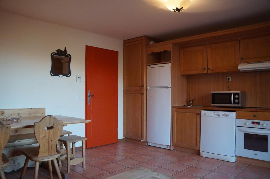 Holiday in mountain resort Les Chalets de Praroustan - Pra Loup - Living room