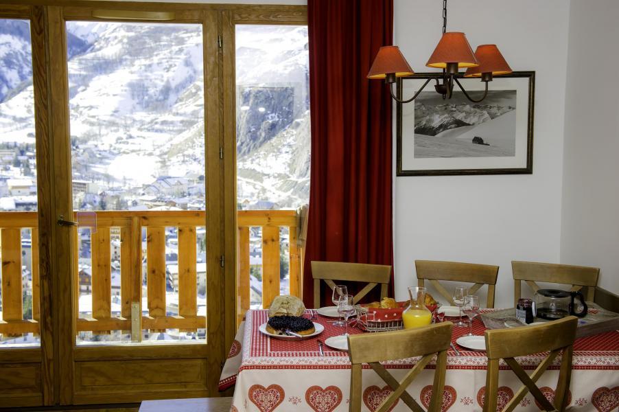 Urlaub in den Bergen Les Chalets de Valoria - Valloire - Tisch
