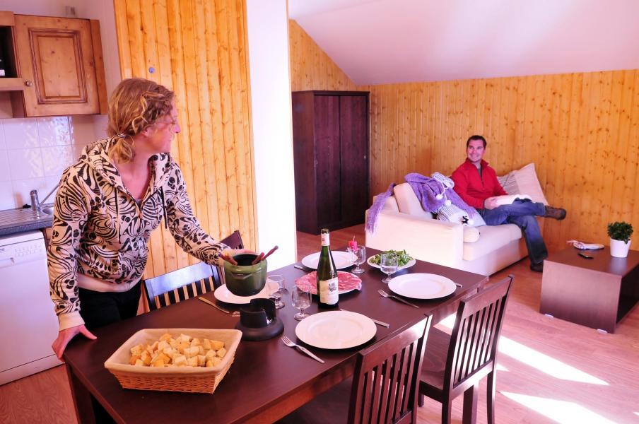 Vacances en montagne Les Chalets des Ecourts - Saint Jean d'Arves - Coin repas
