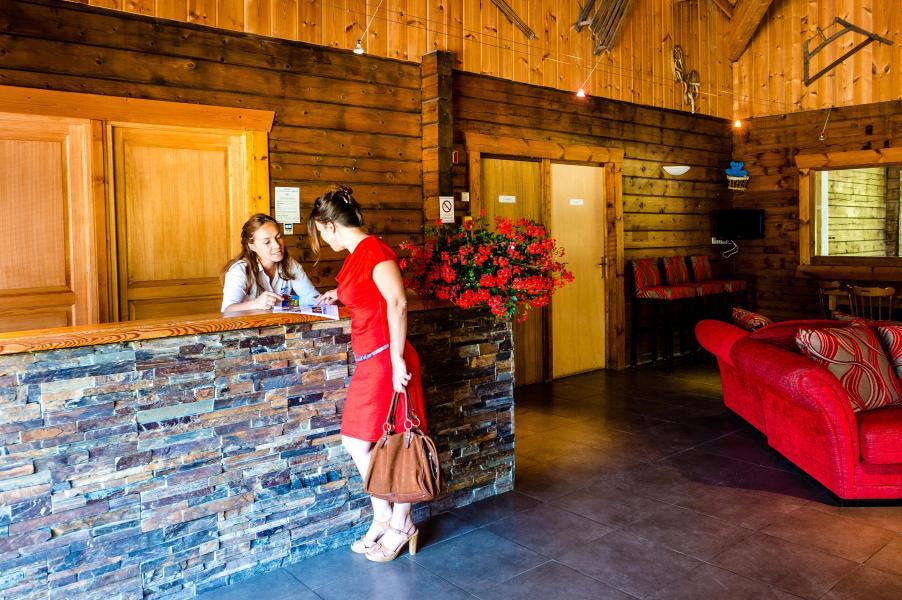 Holiday in mountain resort Les Chalets du Bois de Champelle - Morillon - Reception