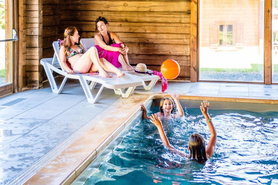 Holiday in mountain resort Les Chalets du Bois de Champelle - Morillon