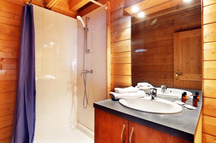 Vacances en montagne Les Chalets du Bois de Champelle - Morillon - Salle d'eau