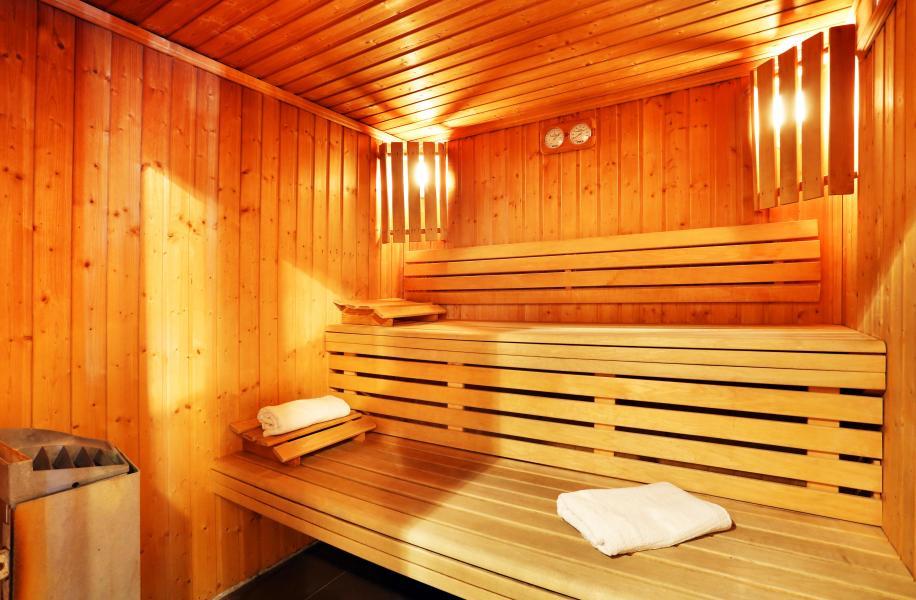 Holiday in mountain resort Les Chalets du Bois de Champelle - Morillon - Sauna