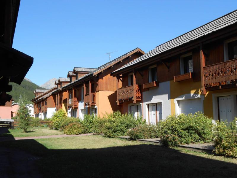 Location au ski Les Chalets du Jardin Alpin - Serre Chevalier - Extérieur été