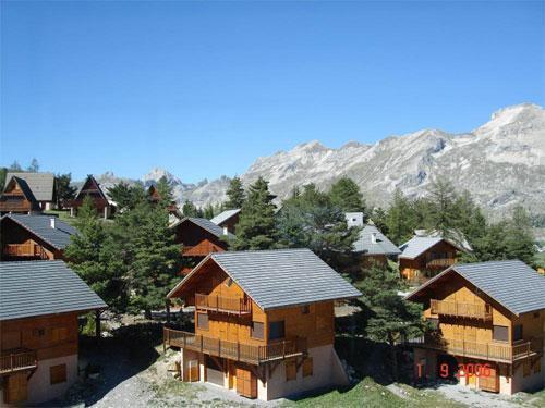 Location au ski Les Chalets Du Prayau - La Joue du Loup - Extérieur été
