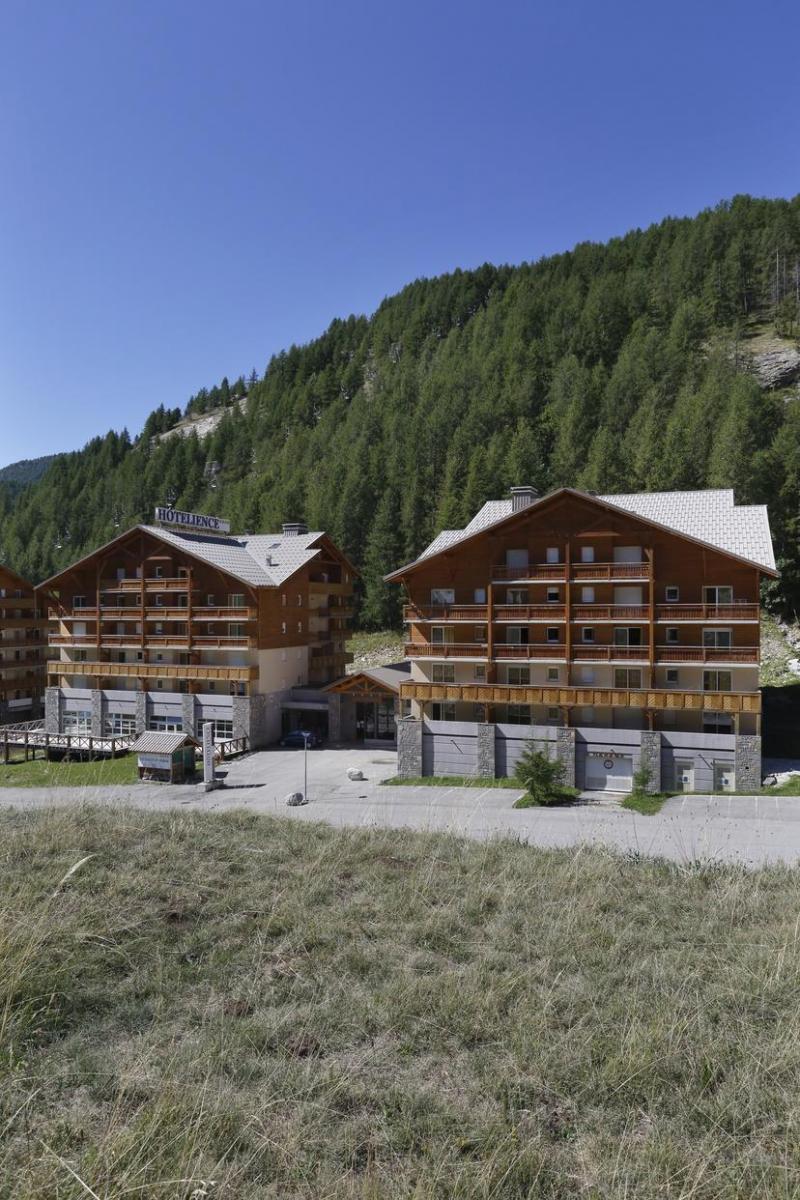 Vacances en montagne Les Chalets Du Verdon - Val d'Allos - Extérieur été