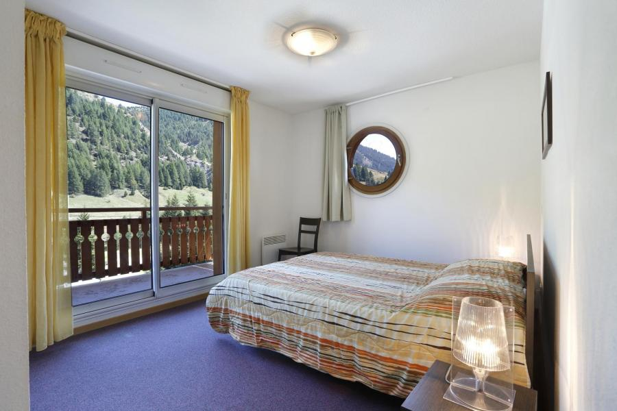 Holiday in mountain resort Les Chalets du Verdon - Val d'Allos - Bedroom