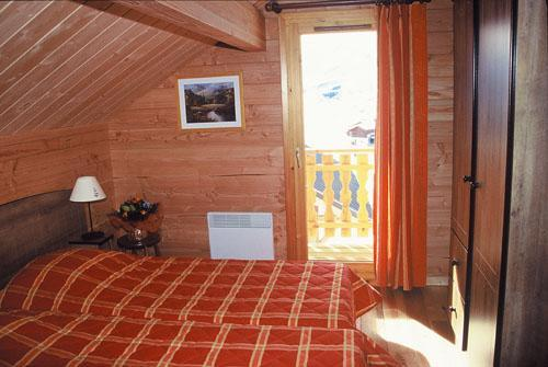 Vacances en montagne Appartement 3 pièces 6 personnes - Les Chalets Goelia - La Toussuire - Chambre mansardée