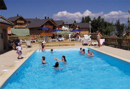 Vacances en montagne Les Chalets Goelia - La Toussuire - Piscine