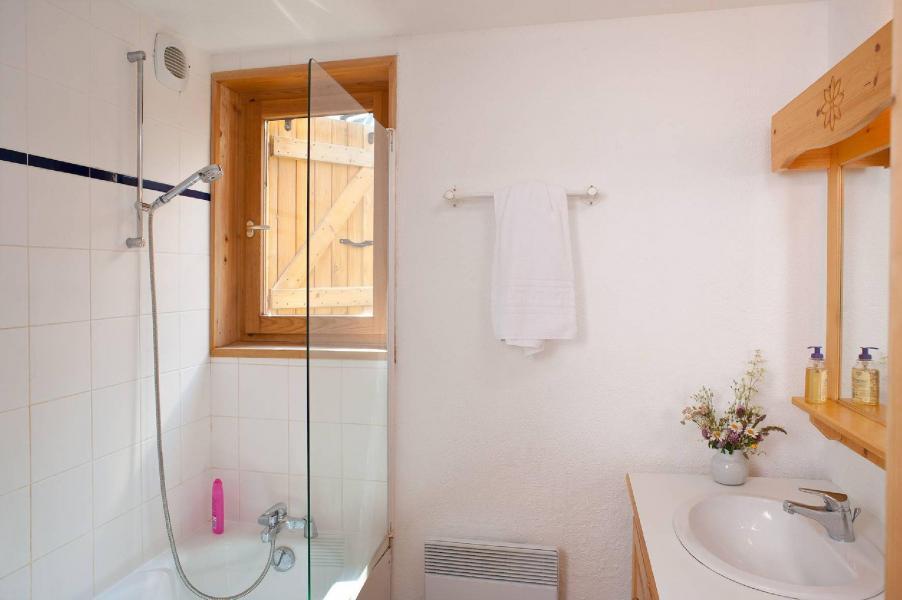 Holiday in mountain resort Les Fermes de Saint Sorlin - Saint Sorlin d'Arves - Bathroom