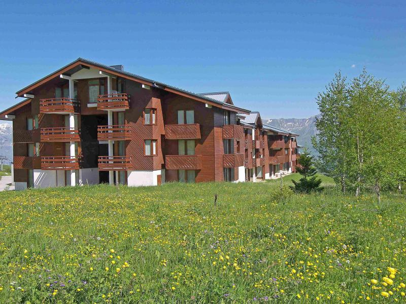 Holiday in mountain resort Les Mousquetons - La Toussuire - Summer outside