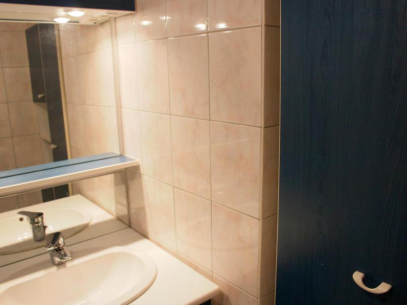 Holiday in mountain resort Studio sleeping corner 4 people (2) - Les Pistes - Tignes - Wash-hand basin