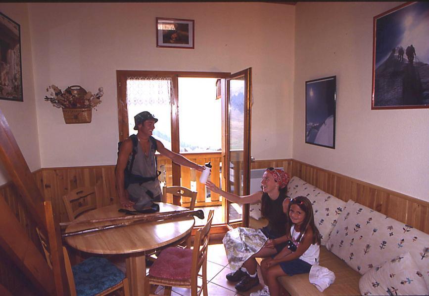 Urlaub in den Bergen Les Résidences - Manigod l'Etale - Wohnzimmer