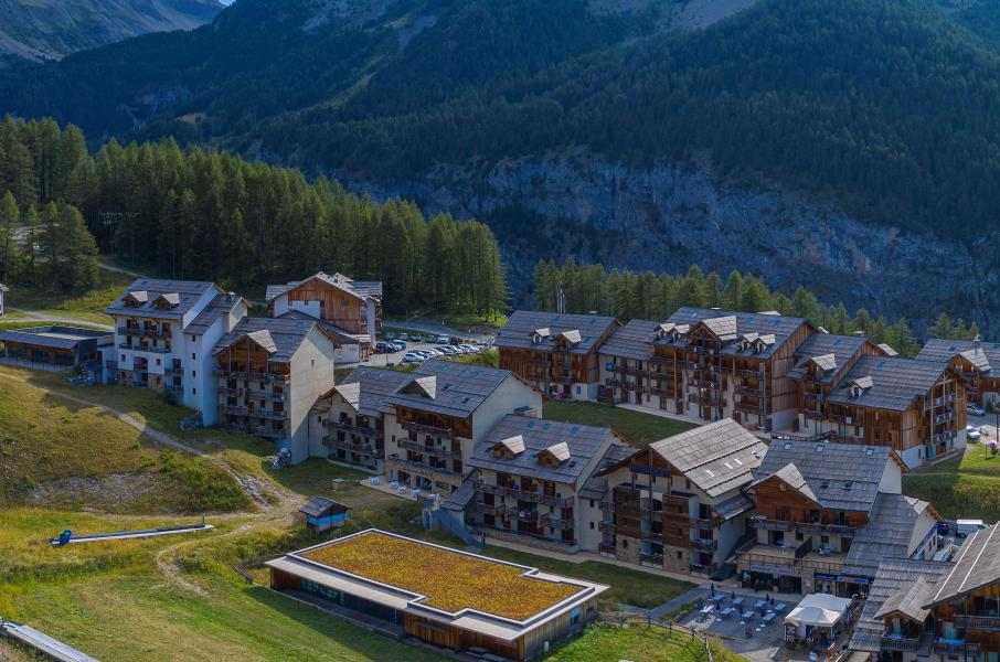 Vacances en montagne Les Terrasses du Soleil d'Or - Les Orres - Extérieur été
